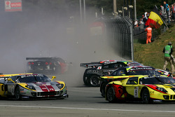 Start: Crash #20 Nissan GT-R and #21 Nissan GT-R plus #47 Corvette Z06