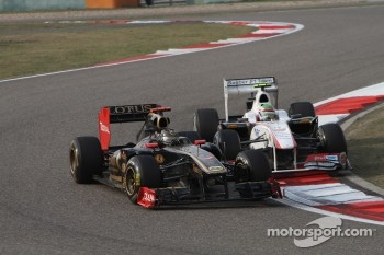 Nick Heidfeld, Lotus Renault F1 Team and Sergio Perez, Sauber F1 Team