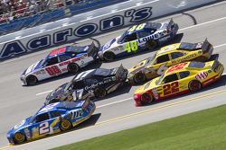 Brad Keselowski, Penske Racing Dodge, Matt Kenseth, Roush Fenway Racing Ford, Dale Earnhardt Jr., Hendrick Motorsports Chevrolet, Kurt Busch, Penske Racing Dodge, David Ragan, Roush Fenway Racing Ford, Jimmie Johnson, Hendrick Motorsports Chevrolet