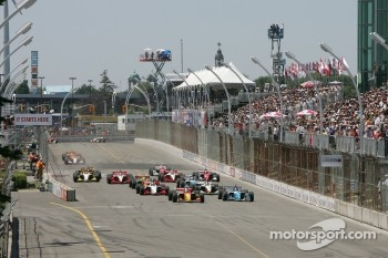 Green flag: Sébastien Bourdais and Paul Tracy battle for the lead