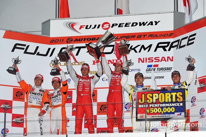 GT500 podium: winners Satoshi Motoyama and Benoit Tréluyer, second place Daisuke Ito and Kazuya Oshima, third place Tatsuya Kataoka and Seiji Ara