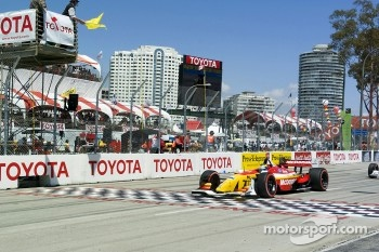 Sbastien Bourdais takes the yellow after the incident on the first lap in turn 1