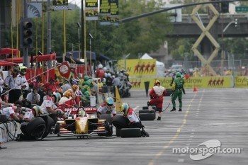 Sébastien Bourdais practicing pit stops