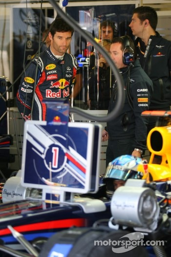 Mark Webber, Red Bull Racing looking at the car of Sebastian Vettel, Red Bull Racing