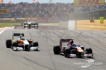 Sebastien Buemi, Scuderia Toro Rosso, STR06 leads Paul di Resta Force India F1 Team, VJM04
