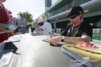 Autograph session: Bryan Herta