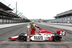 Race winner Dan Wheldon poses with the Borg Warner trophy and his car
