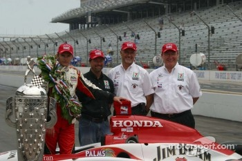 Dan Wheldon, Michael Andretti, Kim Green and Kevin Savoree