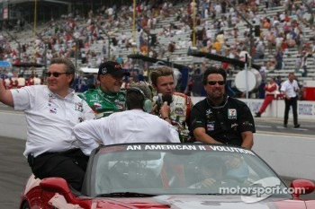 Dan Wheldon rides in the pace car with Kim Green, Michael Andretti and Kevin Savoree after the race