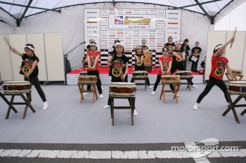 Indy Japan 300 welcome party: live entertainment