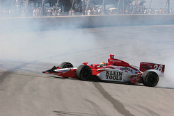 A second burn out for Dan Wheldon