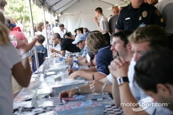 Autograph session: ambiance at autograph session