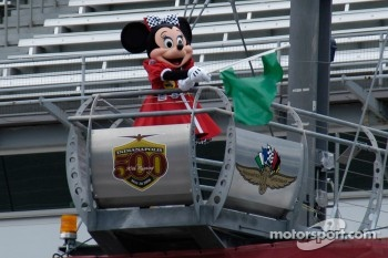 Minnie waves the green flag