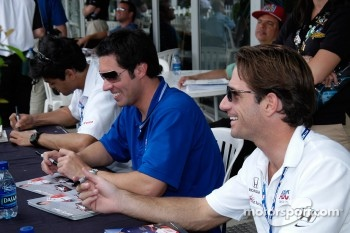 Thiago Medeiros, Larry Foyt and Felipe Giaffone sign autographs