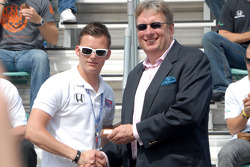 Dan Wheldon receives starter's ring