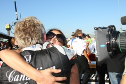 Ashley Judd celebrates as her husband Dario Franchitti wins the race and the 2007 IndyCar Series championship
