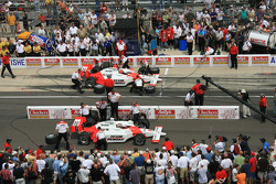 Helio Castroneves and Sam Hornish Jr. during the Checkers/Rally's Pitstop Competition
