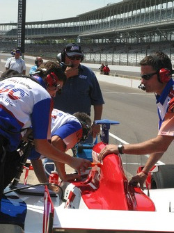 A.J. Foyt watches his ABC Supply Co. team prepare the car for Darren Manning
