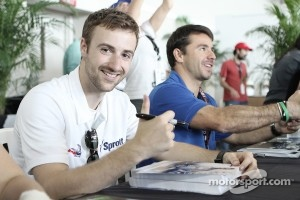 James Hinchcliffe signs autographs