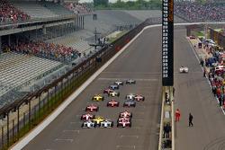 Start: Josef Newgarden, Sam Schmidt Motorsports, Bryan Clauson, Sam Schmidt Motorsports and Stefan Wilson, Andretti Motorsport lead the field