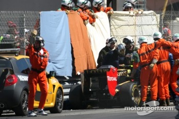 Vitaly Petrov, Lotus Renalut F1 Team crash