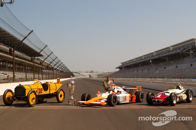 Winners photoshoot: Dan Wheldon, Bryan Herta Autosport with Curb / Agajanian poses with the 1911 winner Marmon Wasp of Ray Harroun, the 1961 winner Trevis Offenhauser of A.J. Foyt an the 2011 winner Dallara Honda