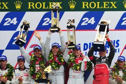 LMP1 podium: race winners Marcel Fässler, Andre Lotterer, Benoit Tréluyer