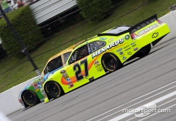 Paul Menard, Richard Childress Racing Chevrolet and Kyle Busch, Joe Gibbs Racing Toyota
