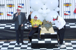 Sam Hornish Jr. receiving his trophy