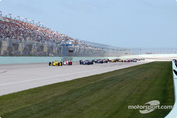 Sam Hornish Jr. leading the pack at the start of the race
