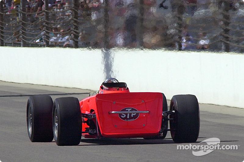 The heat ripples of the STP turbine Indy car