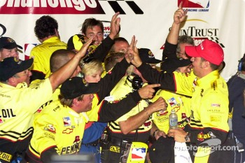 Sam Hornish high-fives the team