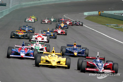 Buddy Rice leads Tomas Scheckter