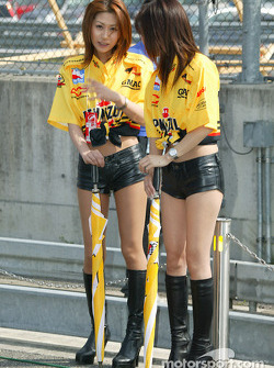 Twin Ring Motegi girls
