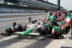 Pitstop practice for Tony Kanaan