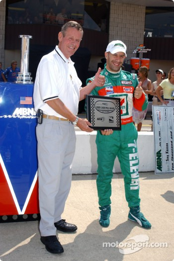 Bobby Unser presents Tony Kanaan with the pole award