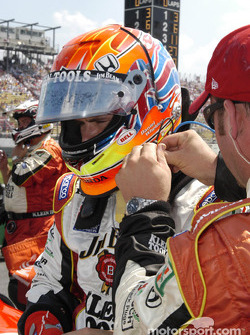 Dan Wheldon hooking up