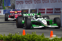 Dario Franchitti ahead of Mauricio Gugelmin