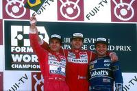 Formula 1 Foto - Podio: il vincitore della gara Gerhard Berger, McLaren, secondo e campione del mondo Ayrton Senna, McLaren; terzo Riccardo Patrese, Williams