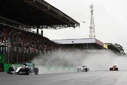 Lewis Hamilton, Mercedes AMG F1 W07 Hybrid, Nico Rosberg, Mercedes AMG F1 W07 Hybrid, Max Verstappen, Red Bull Racing RB12