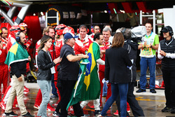 Felipe Massa, Williams is applauded by the Ferrari team and joined by his father Luis Antonio Massa (BRA), wife Rafaela Bassi, and brother Dudu Massa (BRA), in the pits after he retired from the race