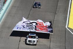 Ehrenrunde für Tony Stewart, Stewart-Haas Racing, Chevrolet, vor seinem letzten NASCAR-Rennen