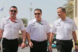 Eric Boullier, McLaren Renndirektor mit Zak Brown, McLaren Geschäftsführer und Jonathan Neale, McLaren, leitender Geschäftsführer