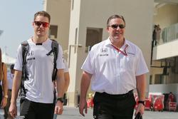 Stoffel Vandoorne, McLaren Test and Reserve Driver with Zak Brown, McLaren Executive Director