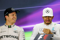 Nico Rosberg, Mercedes AMG F1 mit Lewis Hamilton, Mercedes AMG F1 in der FIA Pressekonferenz