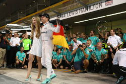 Nico Rosberg, Mercedes AMG Petronas F1 celebrates winning the world championship with Vivian Rosberg, his friends and team