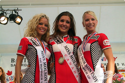The dymanic trio: Miss Molson 2002 with runner up Misses
