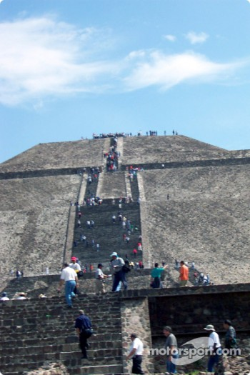 Visit at Teotihuacan pyramids: Taking the Pyramid one level