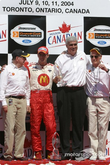 Podium: race winner Sébastien Bourdais with team owners Carl Haas and Paul Newman
