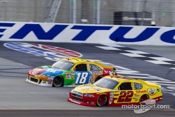 Kurt Busch, Penske Racing Dodge, Kyle Busch, Joe Gibbs Racing Toyota